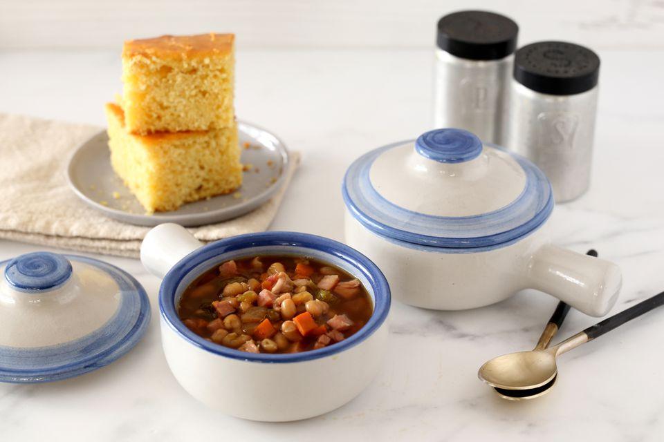 Sopa de frijoles marrones con jamón y olla de cocción lenta de Sharon
