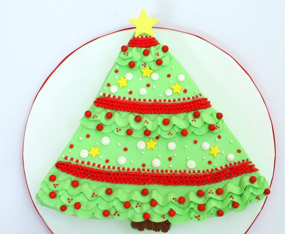 11 Gorgeous Christmas Cake Decorating Ideas