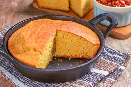 Southern style skillet corn bread