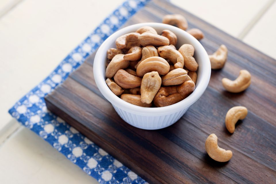 A bowl of cashews
