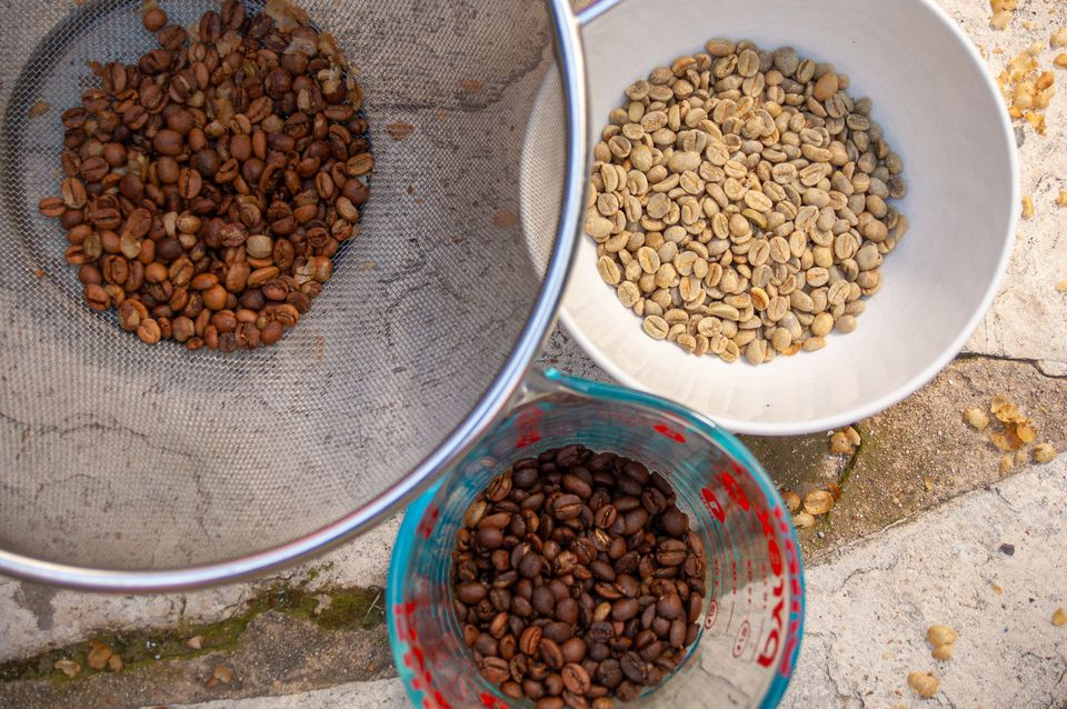 raw and roasted coffee beans