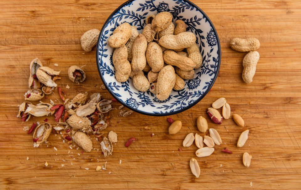 Roasted peanuts and shells