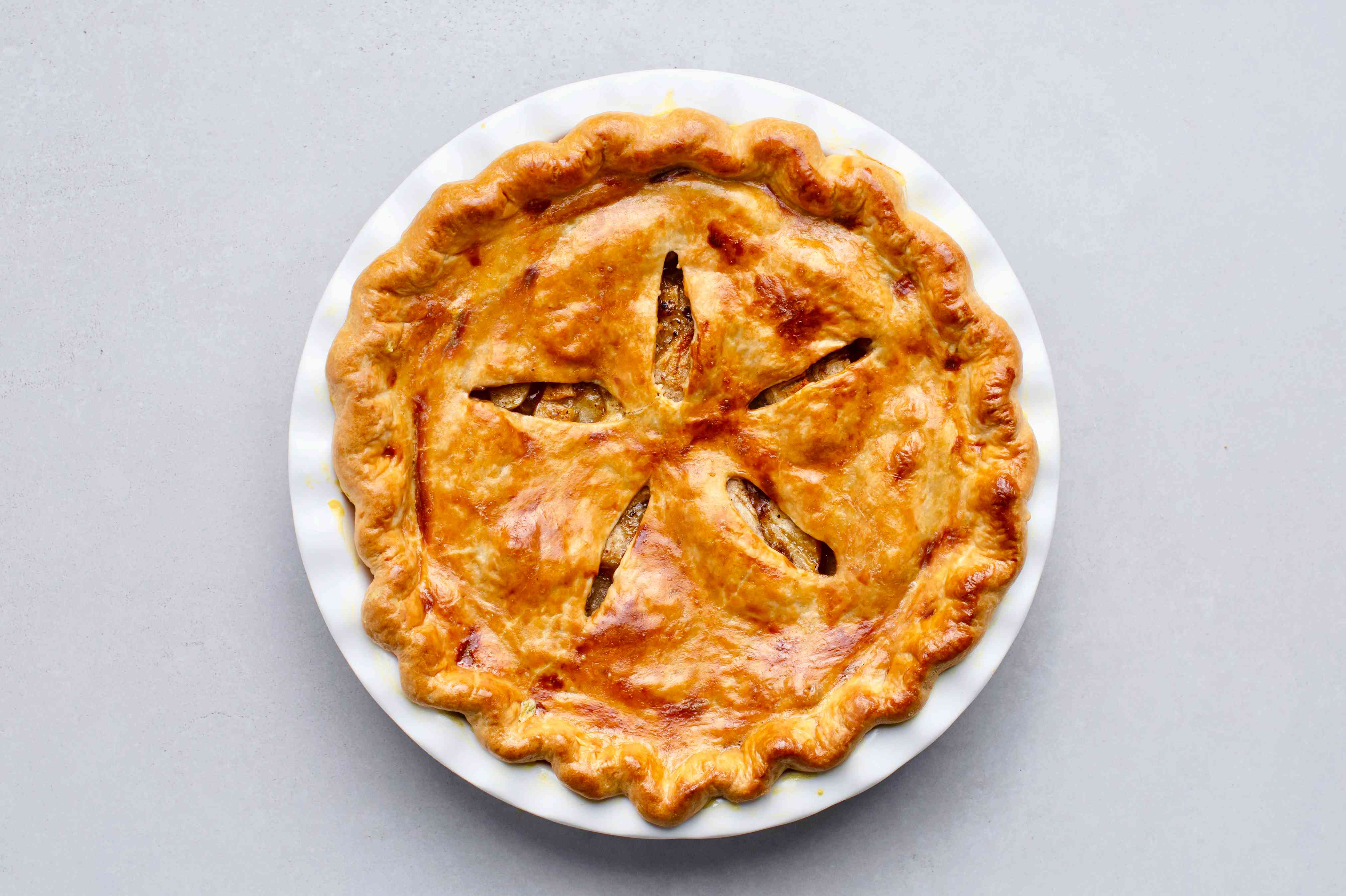 Old-Fashioned Apple Pie in a pie pan