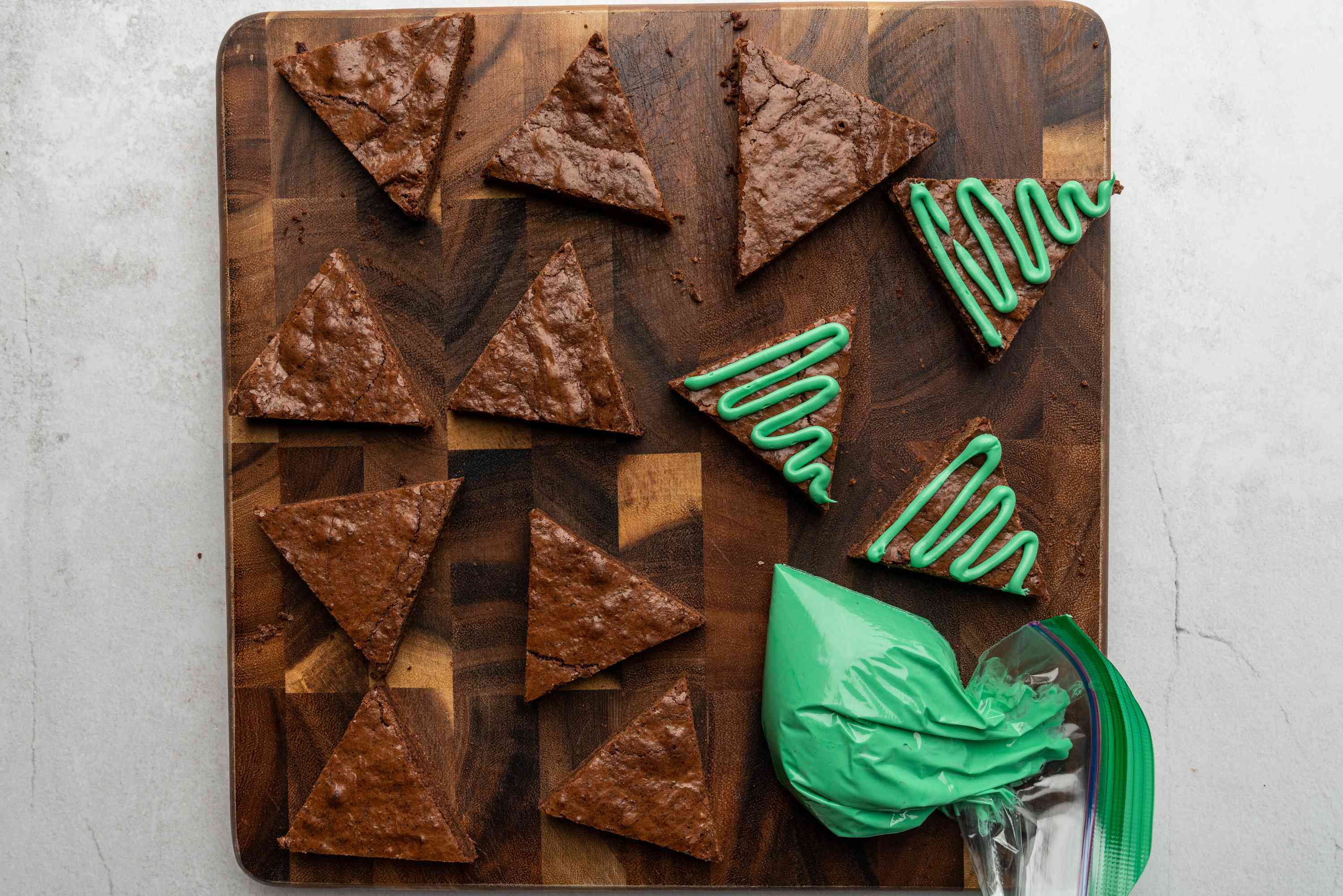 green icing on the brownies, green icing in a bag