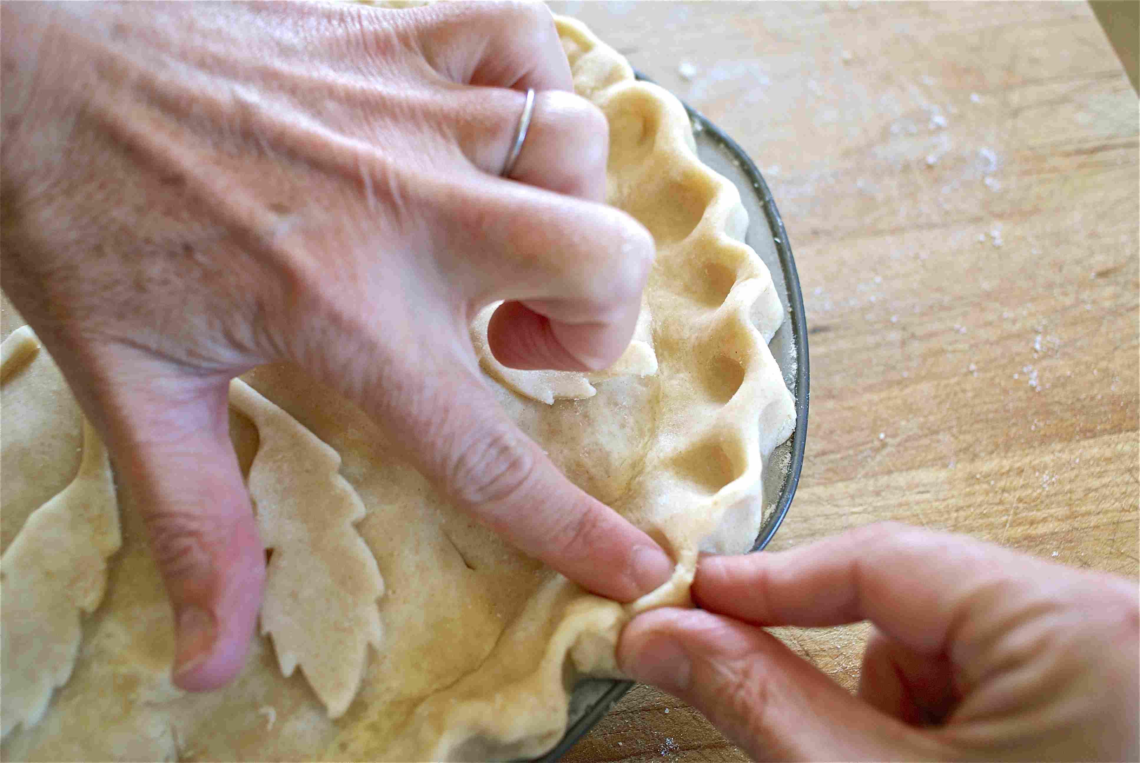 MinI-scallop pie crust crimp