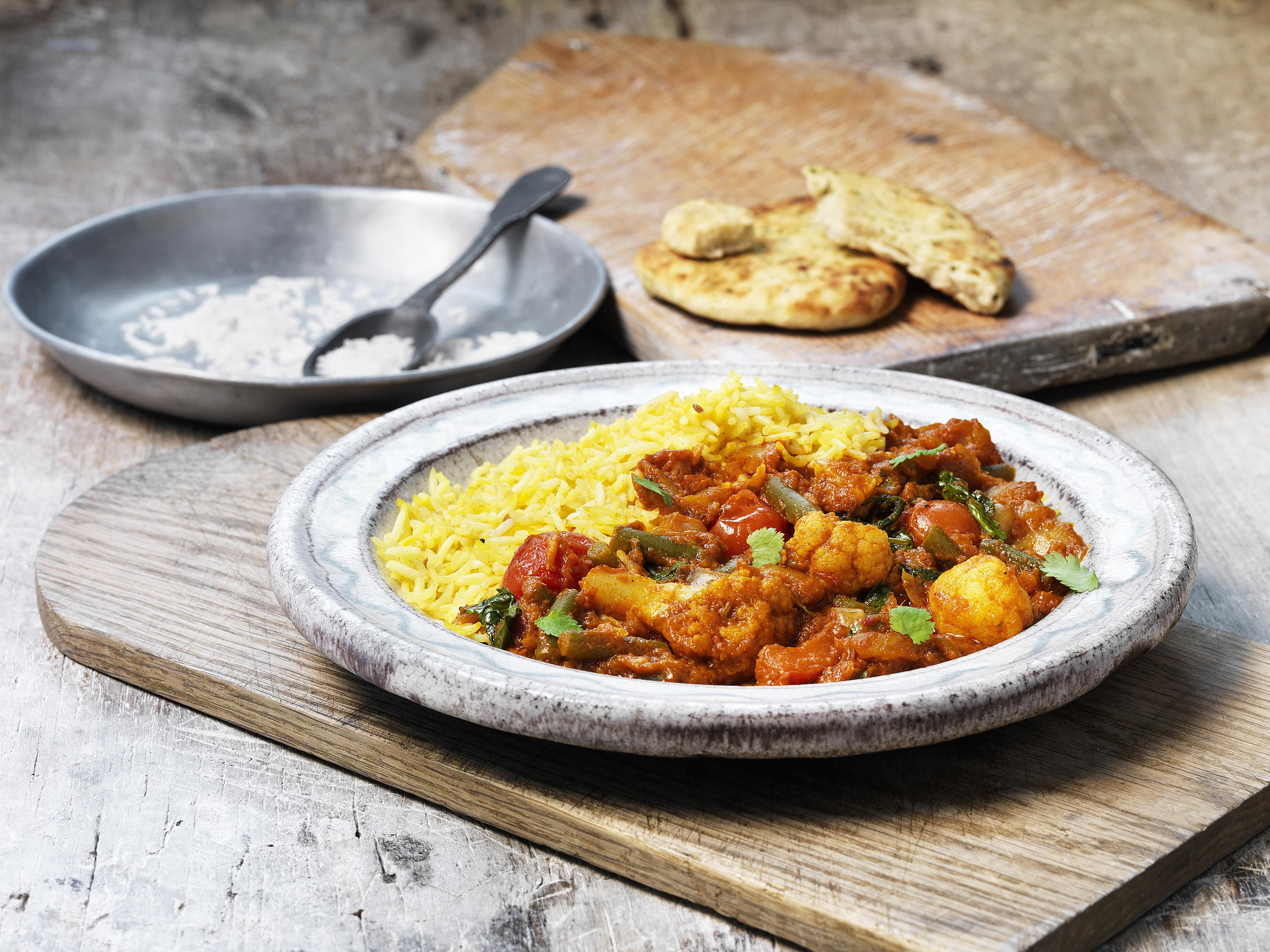 Easy Cauliflower and Chicken Curry Recipe