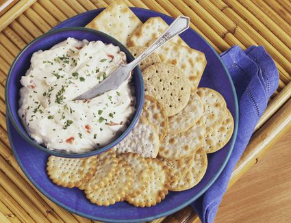 Baked crab dip with crackers