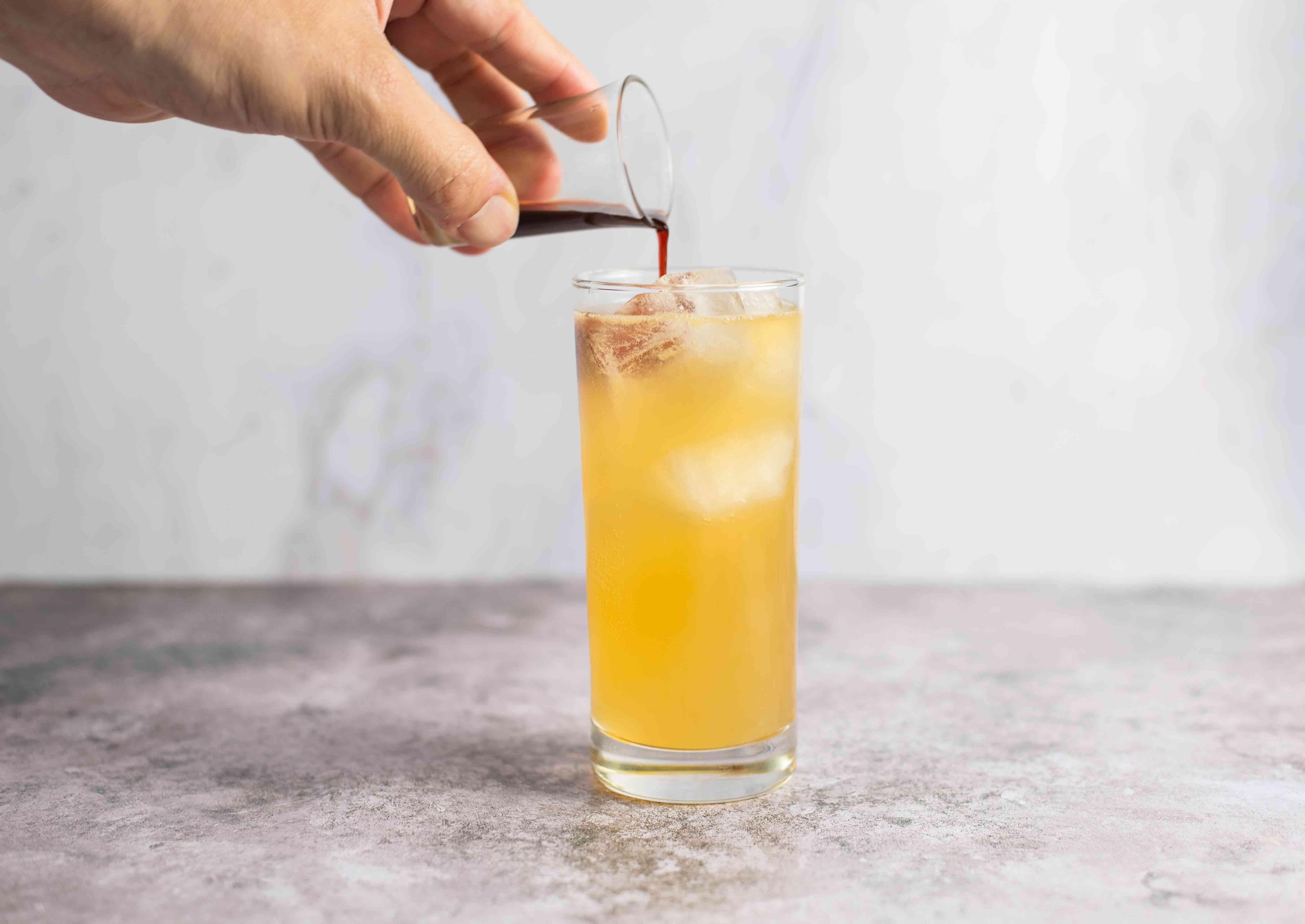 Garnish with Angostura bitters