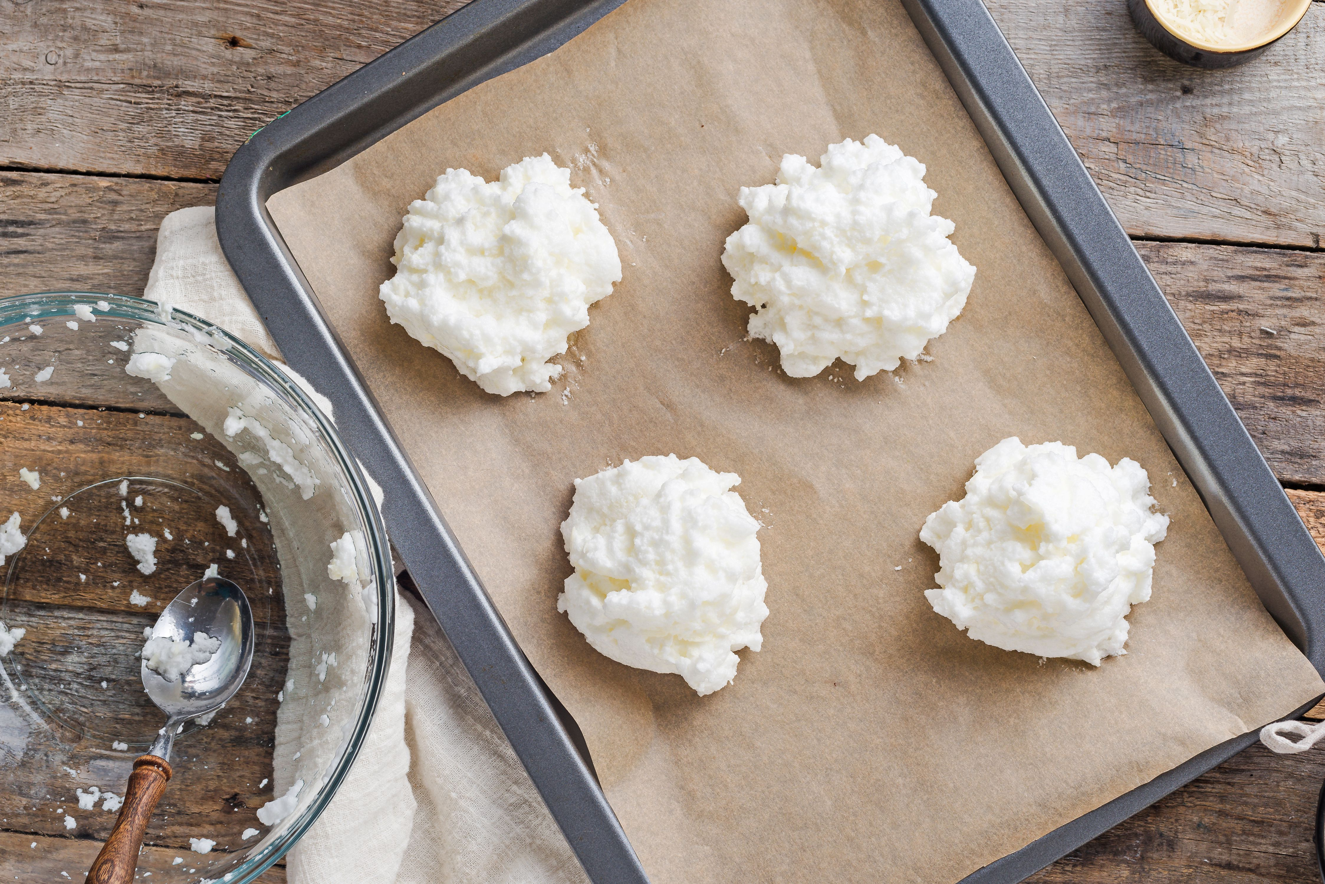 Spoon the egg whites in mounds