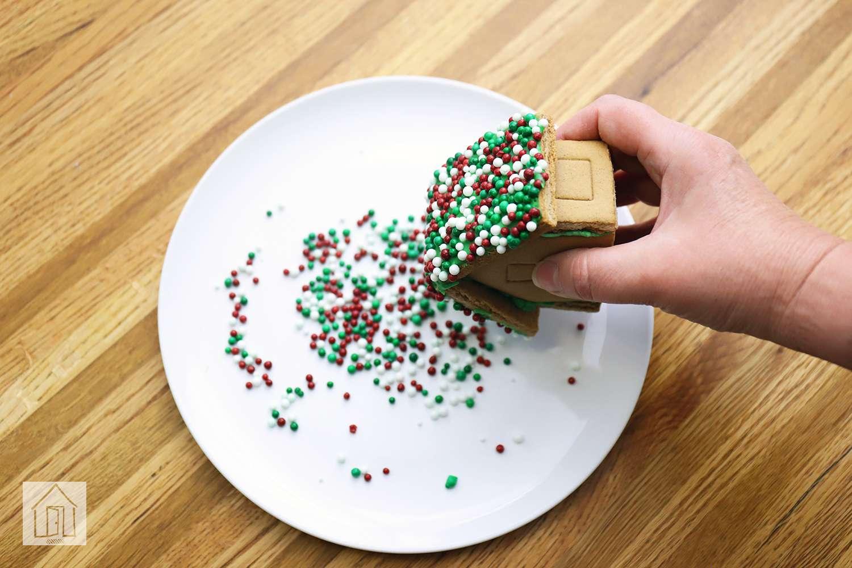 Wilton Welcome to Christmas Mini Gingerbread Village Kit