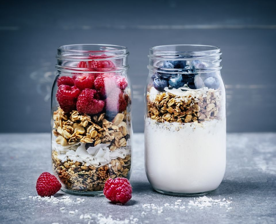5 breakfast ideas for a raw vegan diet breakfast with granola berries and yougurt forumfinder Images