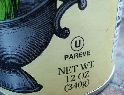 The OU Pareve kosher symbol on a container of corn starch