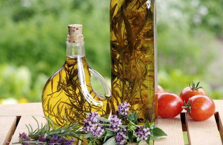 Two Methods To Make Herbal Vinegar