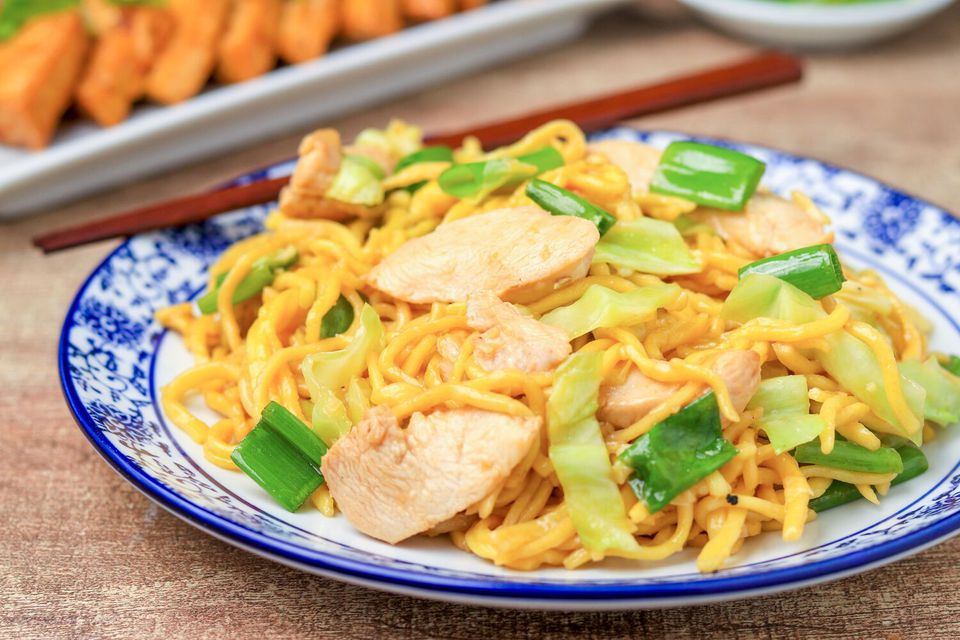 Shanghai noodles with chicken and scallion.