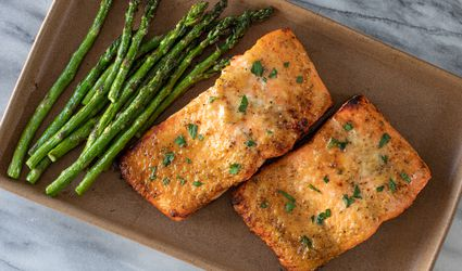 air fryer salmon fillets with asparagus