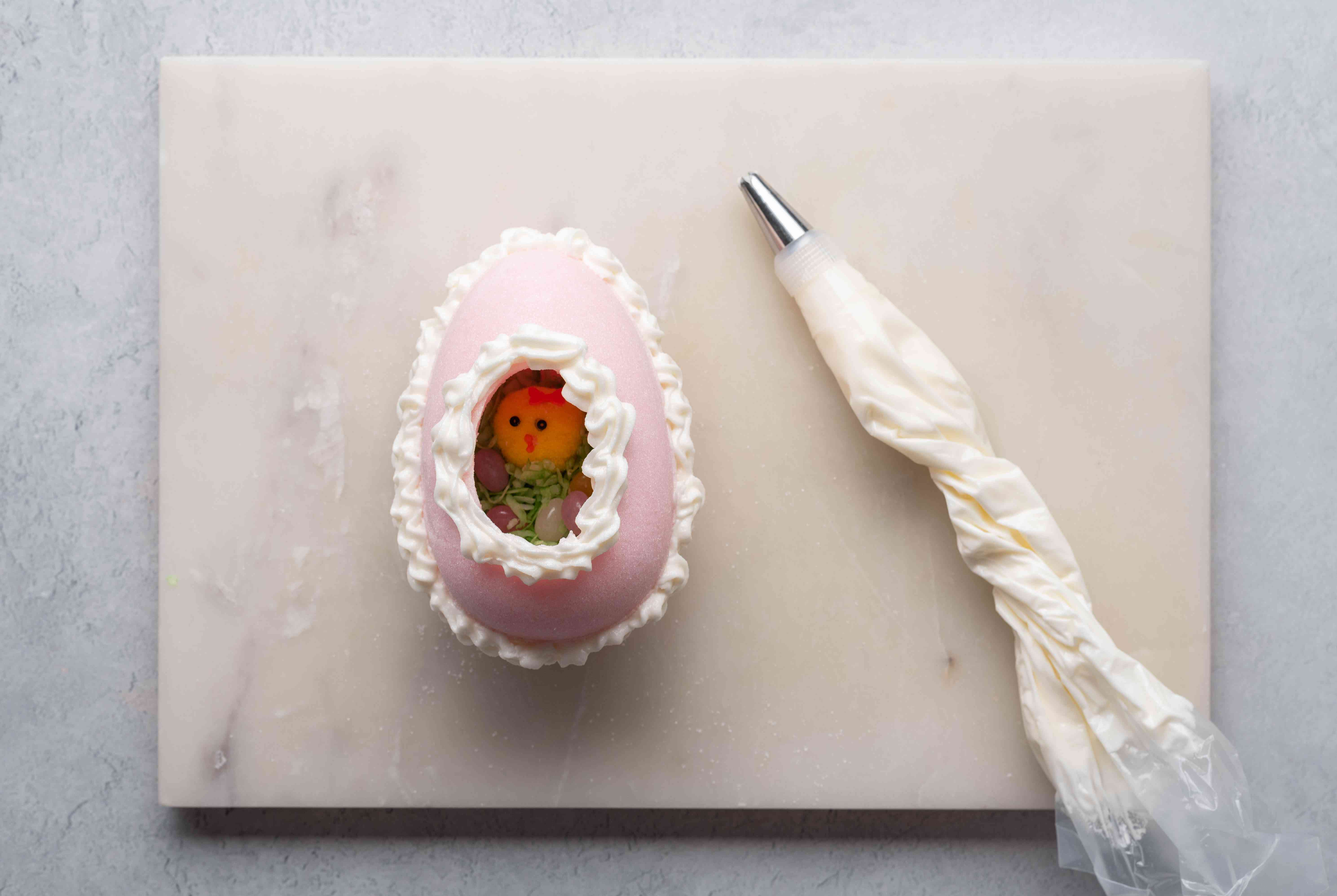 decorative icing borders around sugar egg