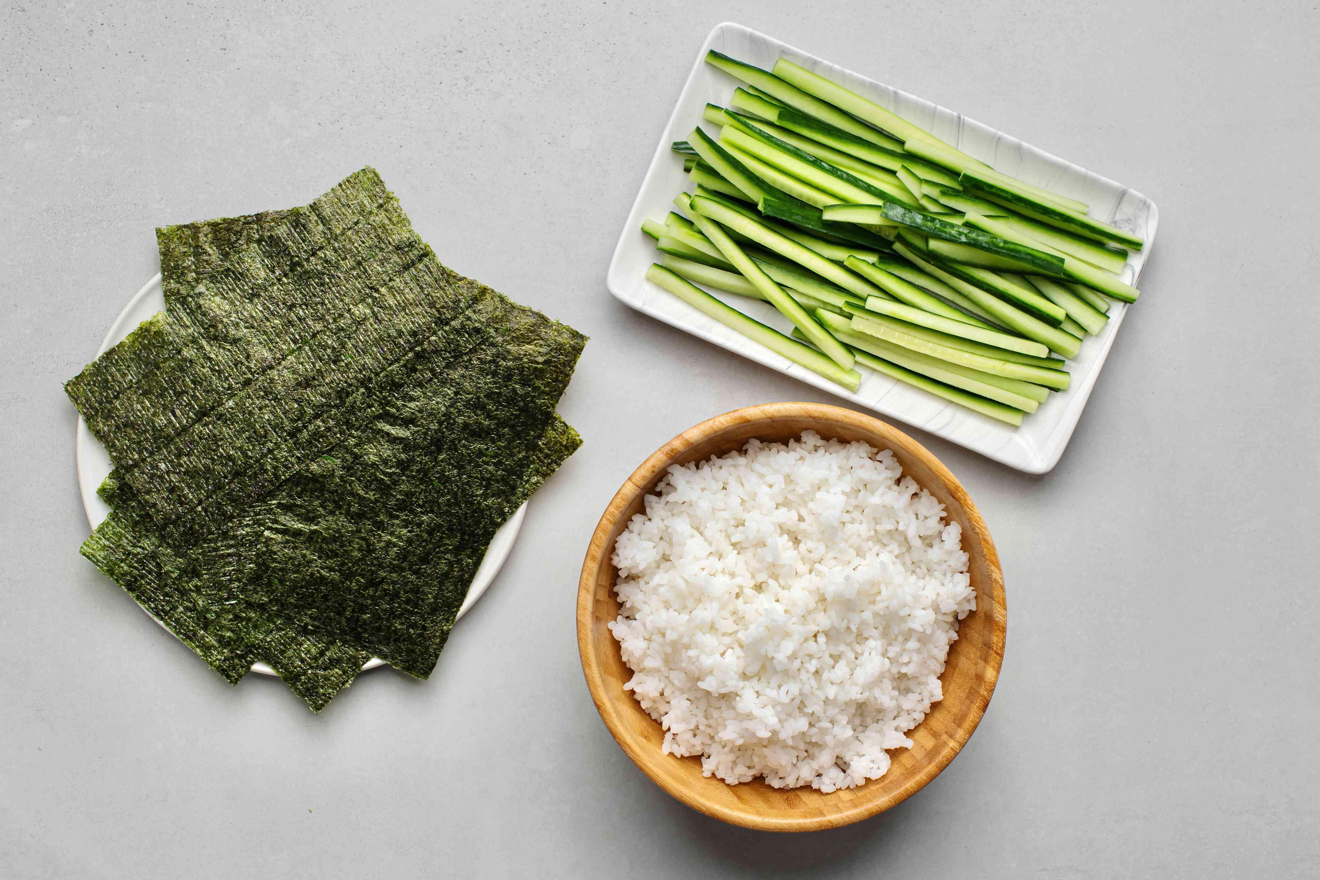 Kappamaki (cucumber sushi roll) ingredients