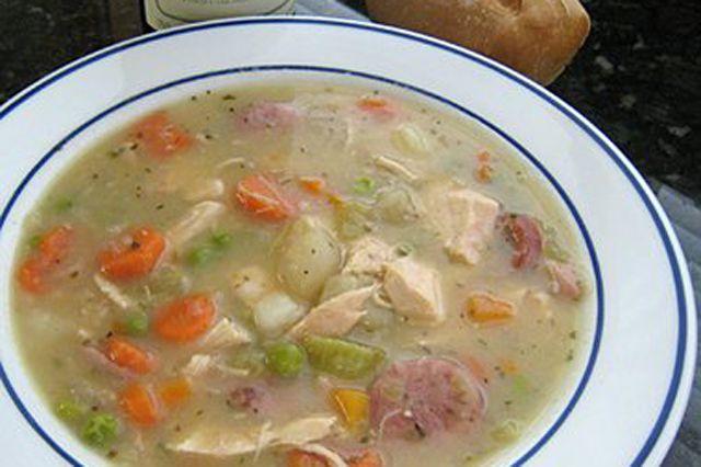 Estofado de pollo y salchichas saladas