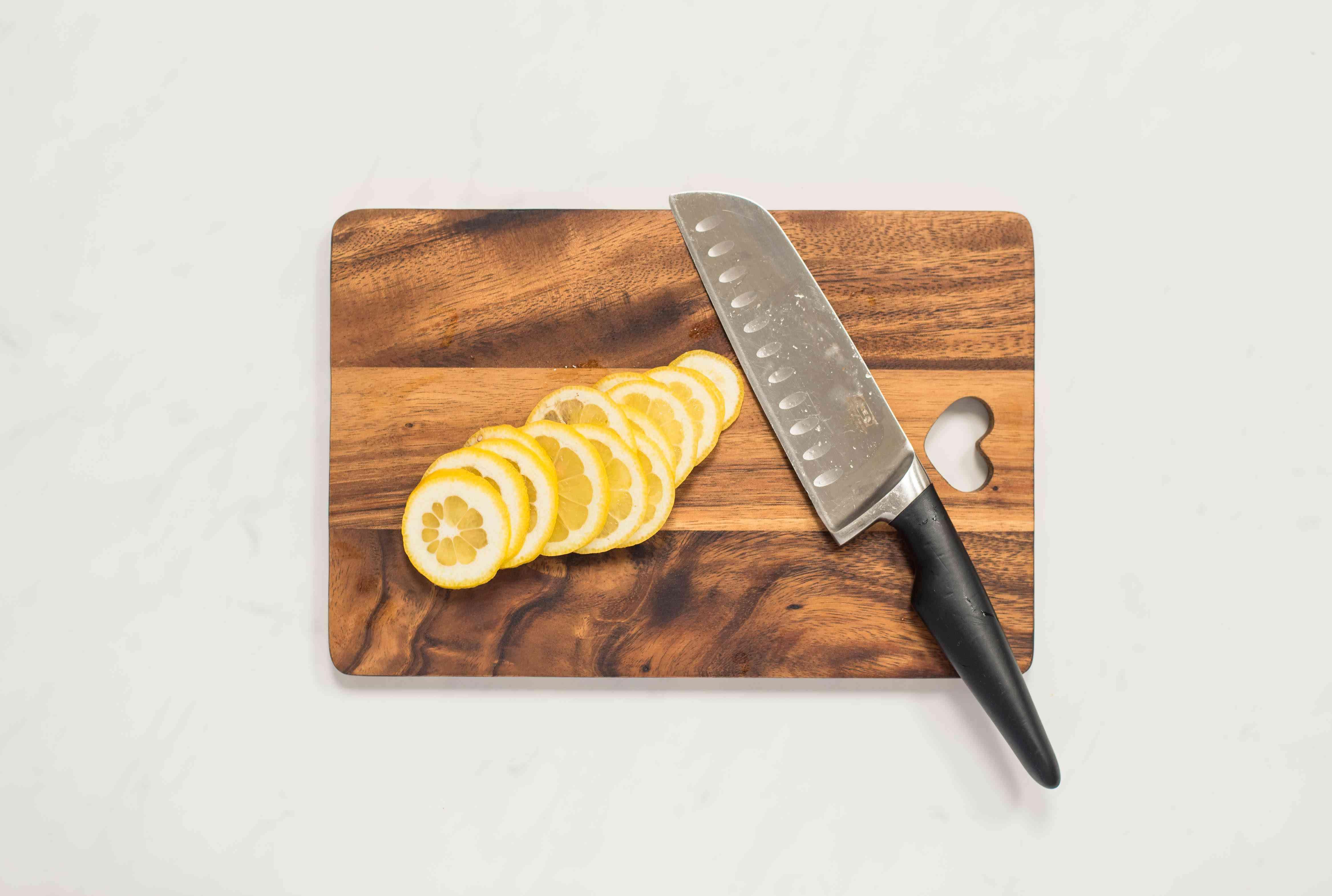 Slice lemons