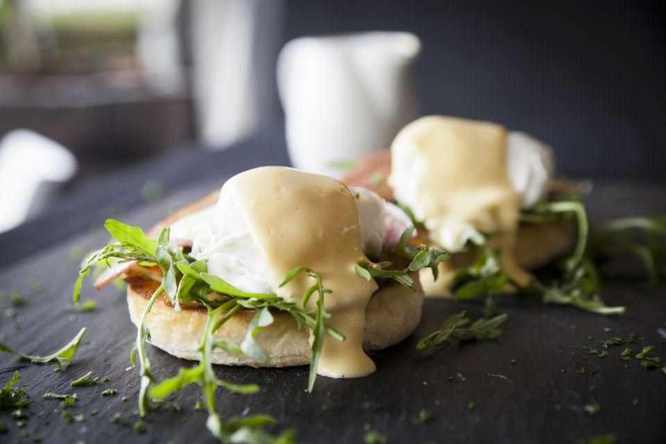 Hollandaise sauce over eggs benedict