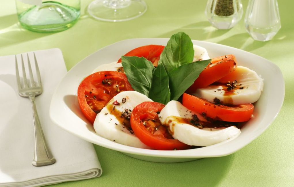 Caprese (Tomato, Mozzarella, Basil) Salad