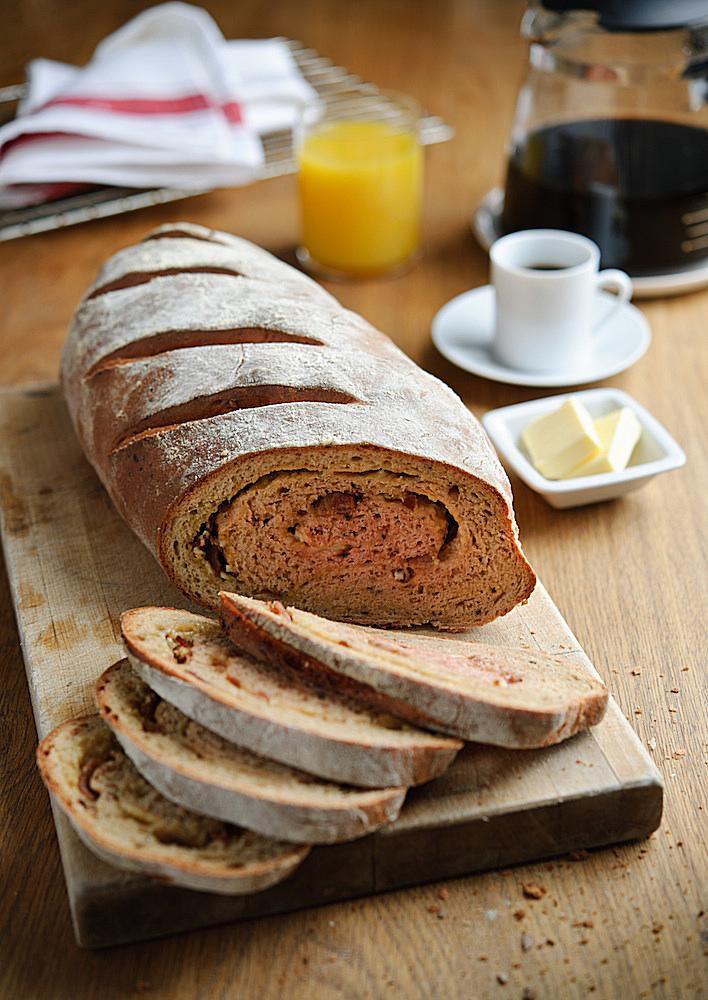 Receta de pan de brunch de remolacha, semillas de calabaza y queso cheddar