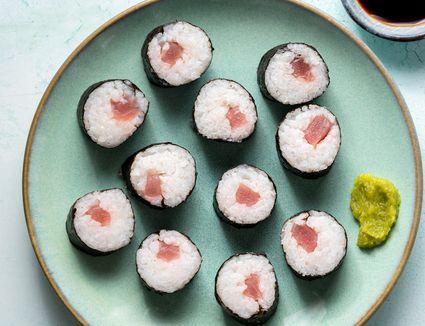 Tekkamaki Tuna Sushi Roll
