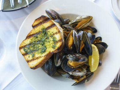 Thai Mussels in a Lemongrass White Wine Sauce Recipe