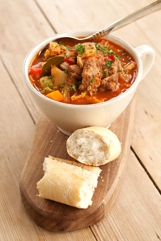 Sopa húngara de col agridulce