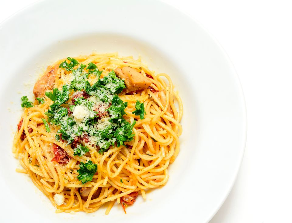 Spaghetti with chicken and sun-dried tomatoes