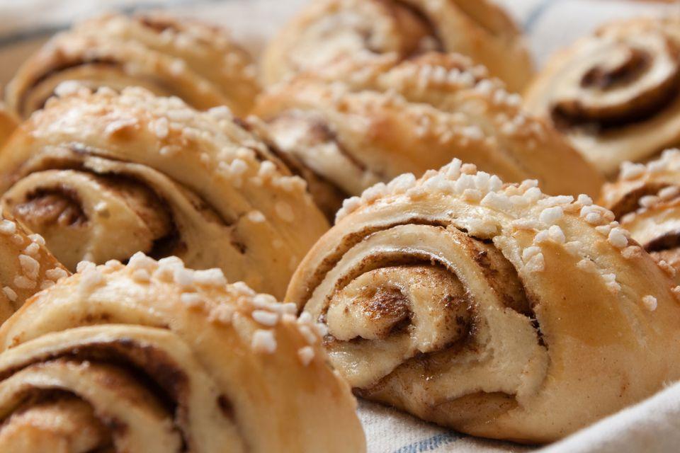 Pasteles finlandeses de canela (Korvapuusti)