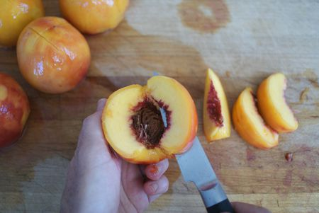 how to cut perfectly sliced peaches