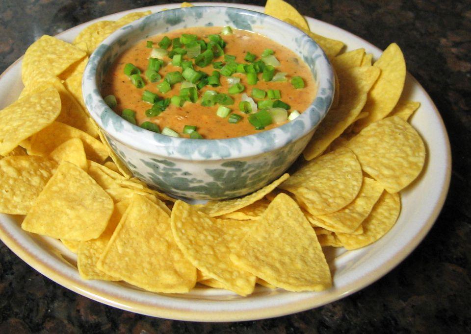 Salsa de salsa de queso Velveeta de olla de cocción lenta de 3 ingredientes
