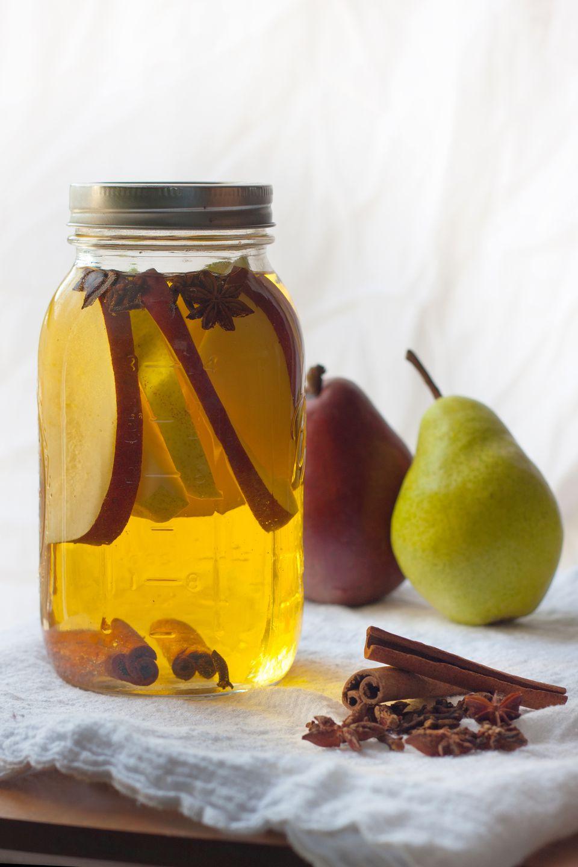Licor de pera con especias casero