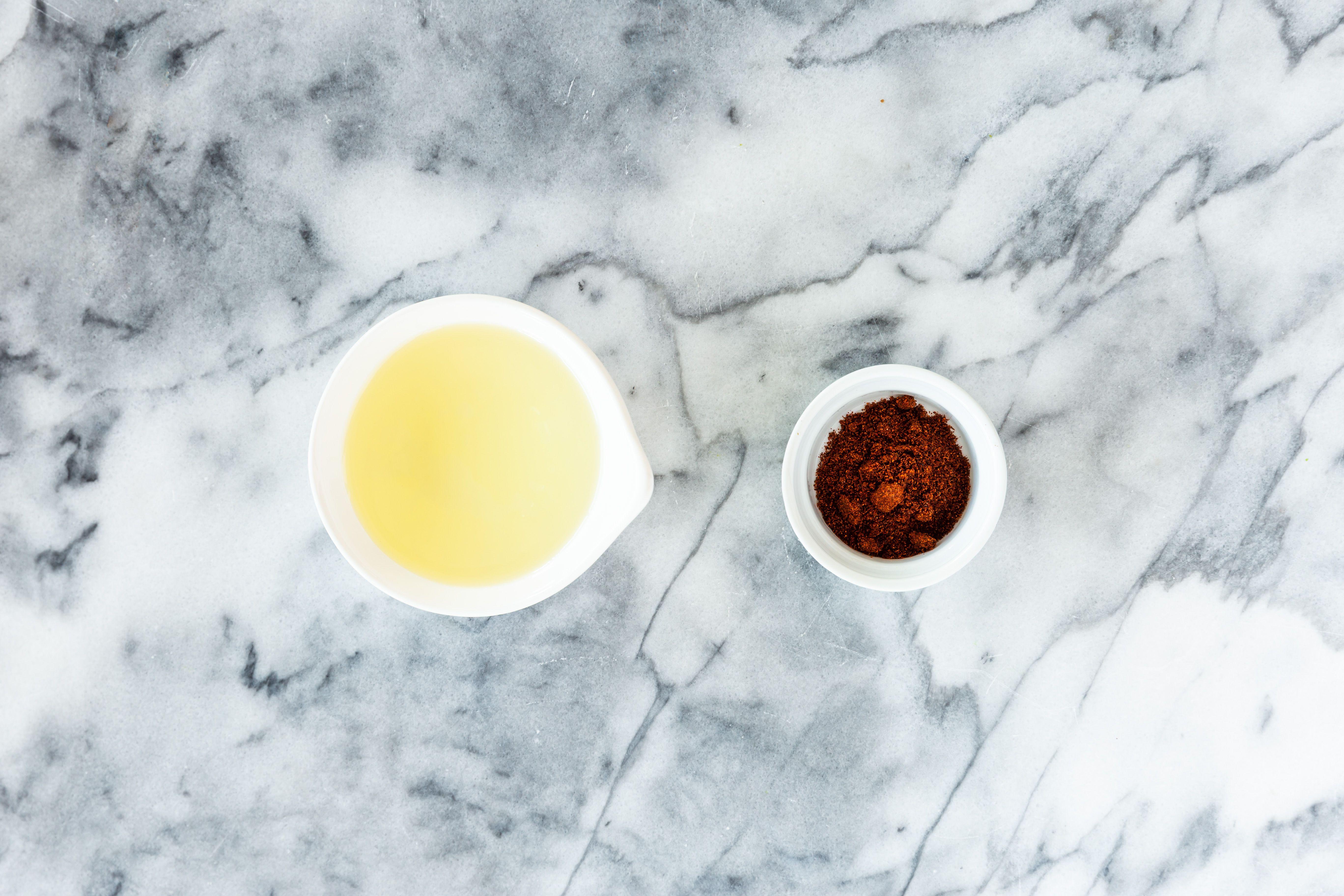Chili powder and oil