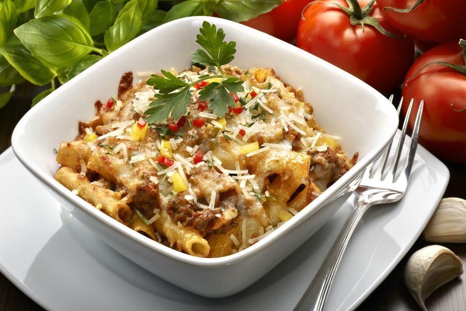 Beefy macaroni and cheese with corn