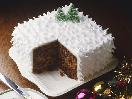 How To Ice A British Christmas Cake The Easy Way