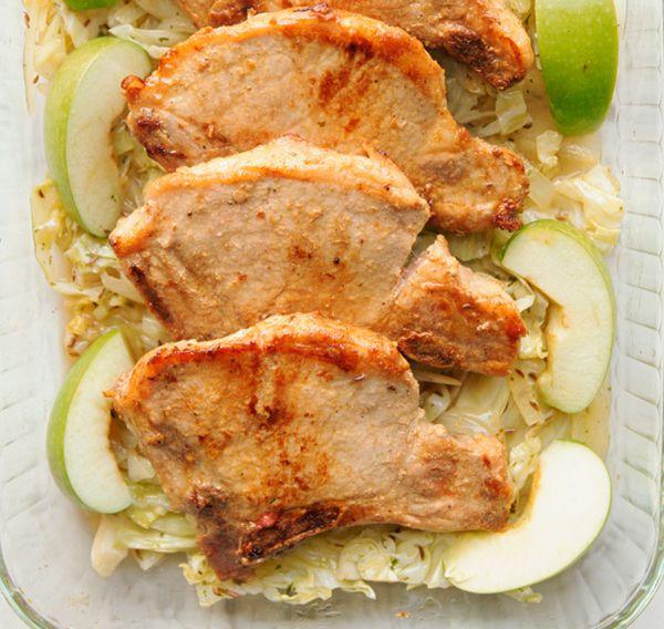 Chuletas de cerdo simples con manzanas