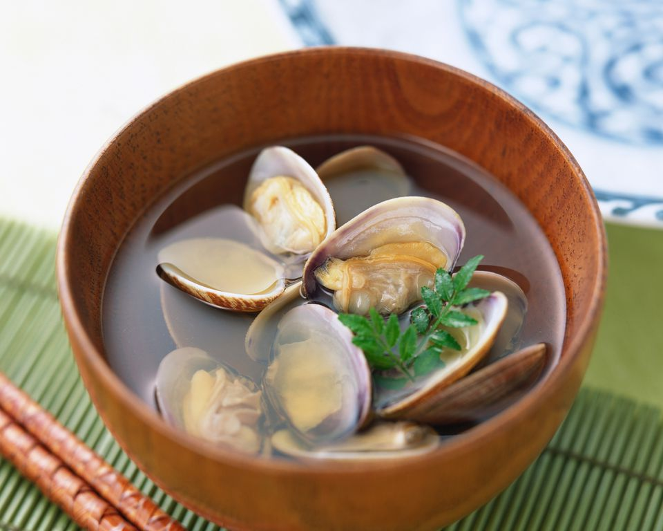 Japanese Clam Soup (Asari No Sumashijiru)