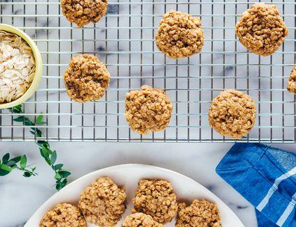 Sugar-Free Vegan Peanut Butter, Oatmeal and Banana Cookies