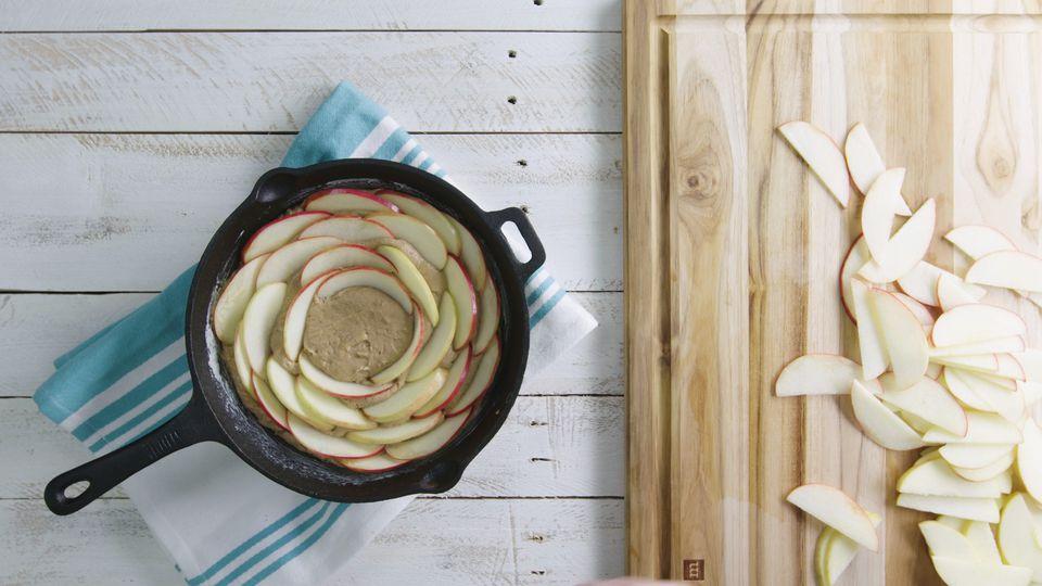 Tarta de manzana con sartén