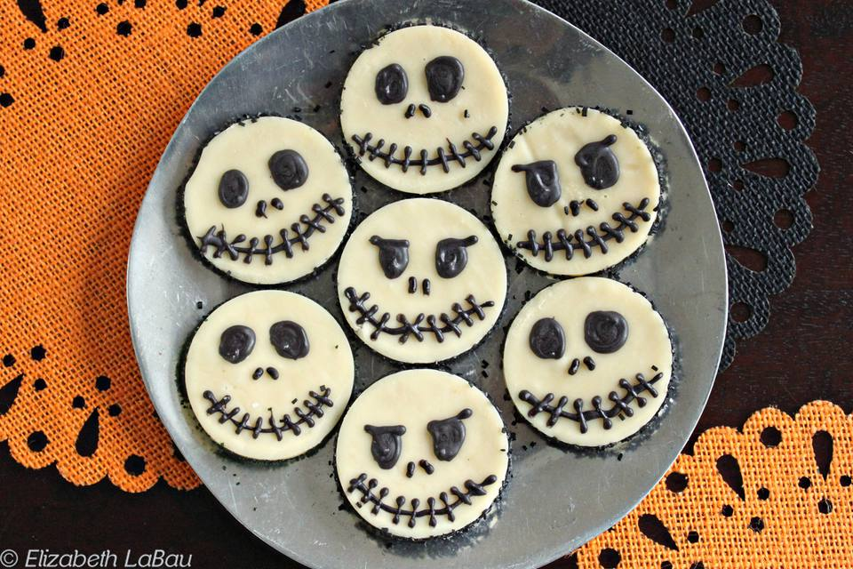 Skull White Chocolate Fudge Rounds