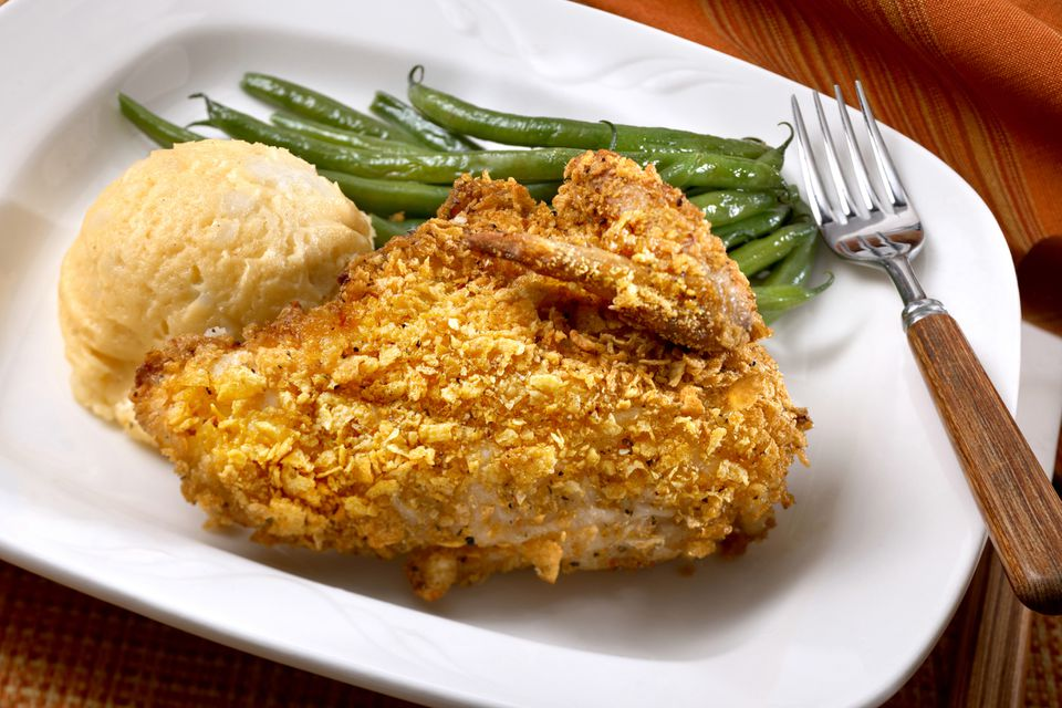 Oven baked chicken with green beans and mashed potatoes