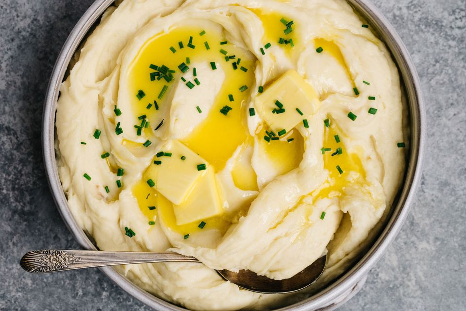 Mashed potatoes with butter and chives