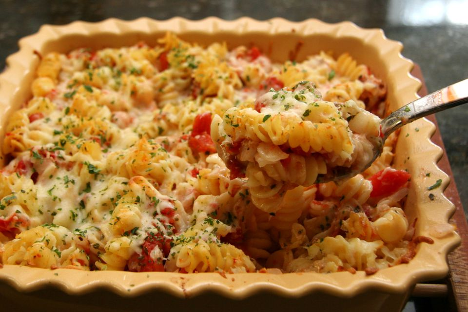rotini bake with tomatoes and cheese