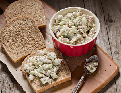 Southern style chicken salad recipe a 6 ingredient chicken salad recipe forumfinder Gallery