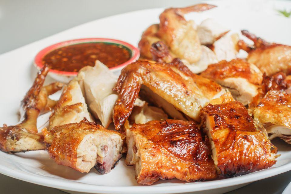 pollo tailandés a la parrilla con chile y ajo