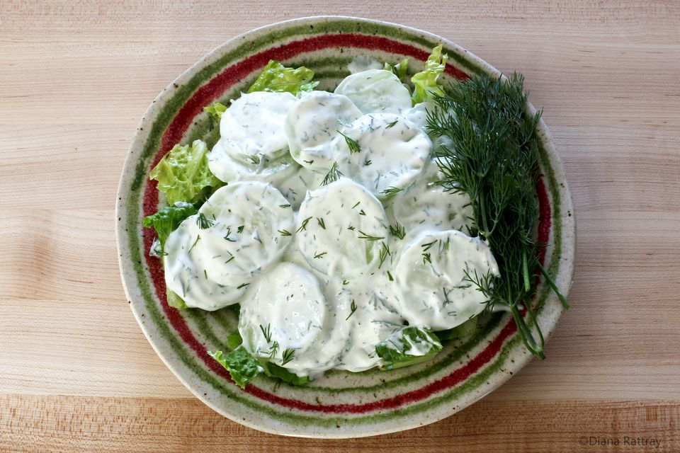 Cucumber Slices With Sour Cream and Dill