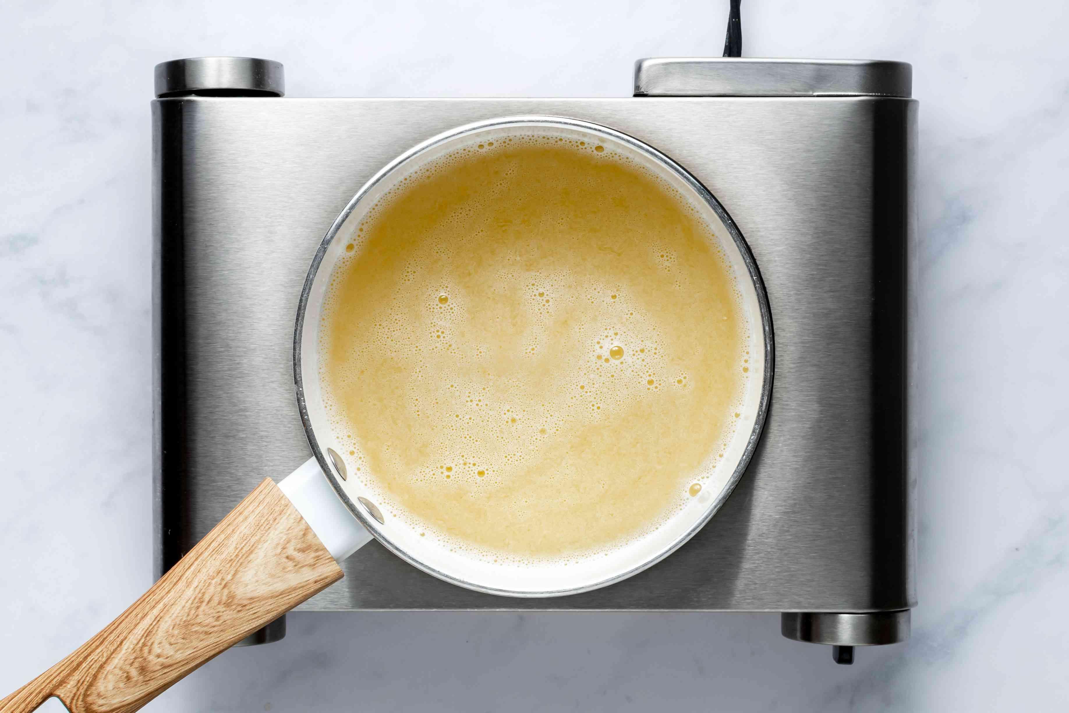 lemonade-gelatin mixture in a pan