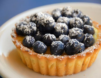 Blueberry tart with confectioners sugar